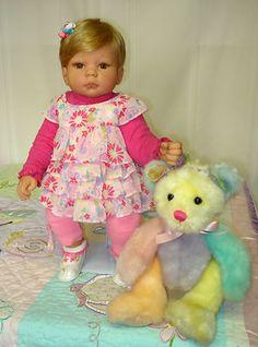 LEE-MIDDLETON-DOLL-19-CUTE-LITTLE-BABY-HUGS-BLOND-HAIR-LT-BROWN-EYES-2004