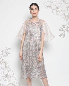 Kebaya Brokat, Dress Brokat, Kebaya Dress, Organza Dress, Lace Dress, Tulle, Dress Vintage, Vintage Outfits, Kaftan Gown