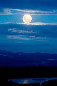 Blue Moon, Melbourne, Australia