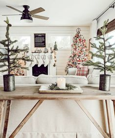 Hi friends! Who else has a crazy busy week 🙋 Also can you believe this week is Thanksgiving? Are you ready? Enjoy the evening! Cozy Living Rooms, Living Room Inspiration, Rustic Design, Ladder Decor, Diys, Holiday Decor, Christmas Decor, Wonderful Time, Home Decor