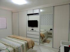 Armário com porta basculante para TV
