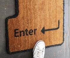 Geek up the entrance to your home by adding an enter key doormat to your front stoop. The enter key doormat is styled like the enter key you'd see on a QWERTY keyboard. You can try to convince guests that jumping on the key will open your door, too. Geek Decor, Studio Decor, Front Stoop, Do It Yourself Inspiration, Deco Originale, Welcome Mats, Cool Stuff, Geek Culture, Geek Chic