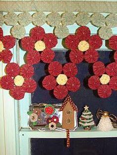 Neighbors: More items made from yo-yos Fabric Crafts, Sewing Crafts, Sewing Projects, Projects To Try, Handmade Crafts, Diy And Crafts, Yo Yo Quilt, Diy Y Manualidades, Wool Quilts