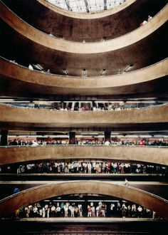 The many levels of Sé subway station by Andreas Gursky, São Paulo, Brazil, 2002