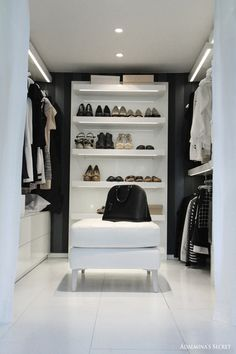 Walk-in. Luxury Black and White Dressing Room | Decoration | Vanity Table | Romm | Bedroom | Home | Design | Closet | Quarto