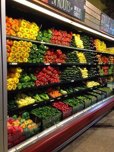 56 ft Produce & dairy case run hussmann remanufactuer Supermarket Design, Retail Store Design, Fruit And Veg Shop, Fresh Store, Produce Displays, Farmers Market Display, Vegetable Shop, Food Retail, Whole Foods Market