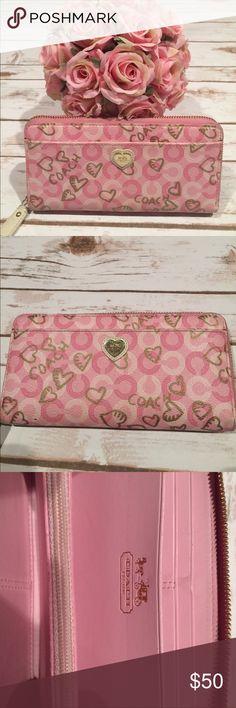 Coach wallet 😍😍 So cute Coach wallet 😍😍excellent condition 😍😍 Coach Bags Wallets