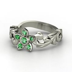 Only problem with their rings is that the emeralds are very light. (amethyst instead of emeralds...)