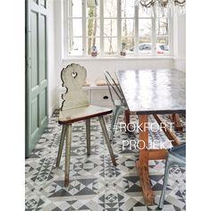 Parasztszéket kapott a Szöszi villa Dining Chairs, Dining Table, Country Life, Ikea, Sweet Home, Furniture, Kitchen Ideas, Blog, Home Decor