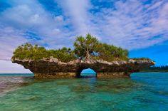 Formación rocosa en la Bahía de Oro en el grupo de las islas de Los Pinos, en Nueva Caledonia.