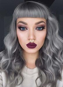 grey hair Granny Silver/ Grey Hair Color Ideas: Granny Hair With Short Bangs Hair Color 2017, Hair Color Blue, Hair Colors, Hair Color Highlights, Hair Color Balayage, Blonde Grise, Ombre Look, Silver Grey Hair, Short Hair