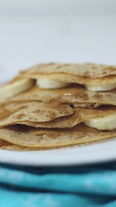 A basic recipe for French crepes. Don't you know how to make simple crepes? This easy recipe is a must know to make the best homemade crepes. You can eat them for breakfast or dessert and choose between a sweet or savory filling. Healthy Crepes, Healthy Dessert Recipes, Health Desserts, Healthy Baking, Breakfast Recipes, Breakfast Dessert, Health Recipes, Smoothie Recipes, Healthy Toddler Snacks