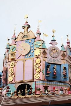 It's A Small World<< is this Paris or China's? Disney Fan, Disney Duck, Disney Dream, Disney Girls, Disney Love, Disney Magic, Walt Disney, Small World Disneyland, Disneyland Princess