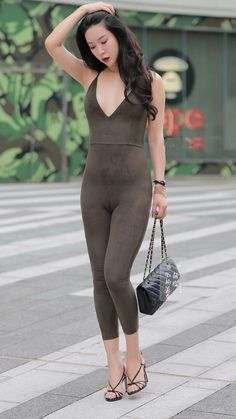 Tight-fitting jumpsuit, sexy and charming - Your Cuties Sexy Asian Girls, Beautiful Asian Girls, Tight Dresses, Sexy Dresses, Yoga Pants Girls, Look Girl, Beauty Full Girl, Tights Outfit, Mode Style