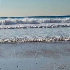 【guashilandia】さんのInstagramをピンしています。 《Cerca del mar de tu boca, ¡Cuántas olas me provocan! Besos que vienen y van. Cerca del mar de tu boca, Tus labios color de rosa Beben mis labios de sal. Mis labios de sal, Labios de sal. . Near the sea of your mouth, How many waves cause me! Kisses that come and go. Near the sea of your mouth, Your pink lips They drink my salt lips. My lips of salt, Lips of salt. . #cadiz #cádiz #guashilandia #mar #meer #sea #海 #mer #mare #море #playa #beach…