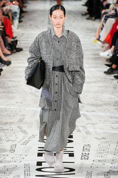 Stella McCartney Fall 2019 Ready-to-Wear Fashion Show - Vogue Stella Mccartney, Fashion Weeks, New York Fashion, Paris Fashion, Fashion 2018, Winter Typ, Jimmy, Vogue Russia, Fashion Show Collection
