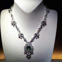 """@legrandducstephane. L'émeraude est une pierre fascinante. La maison Van Cleef & Arpels la sublime par la haute joaillerie. It took 10 years to gather those exceptional emeralds for the """"Émeraudes en majesté"""" collection. #vancleefarpels #emerald #emeraude #hautejoaillerie #jewels #emeraudesenmajeste #placevendome #paris Rose Gold Wedding Jewelry, Saree Trends, Jewelry Box, Jewellery, Ring Necklace, Luxury Jewelry, Necklace Designs, Peridot, Antique Jewelry"""