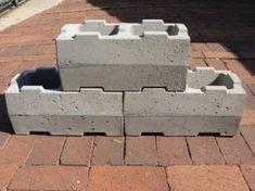 Concrete blocks: For vegetable gardens & retaining walls - Smart, smart, smart. Interlocking Concrete Blocks, Concrete Building Blocks, Building Materials, Building Systems, Concrete Wall Panels, Precast Concrete, Rock Tile, Brick Projects, Brick Molding
