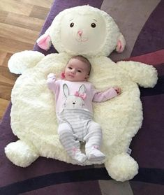 Baby sofa so cute – Artofit Baby Sofa, Baby Pillows, Baby Boy Rooms, Baby Cribs, Baby Knitting, Crochet Baby, Baby Gift Sets, Baby Room Decor, Baby Sewing