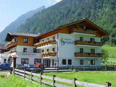 Reducere Early-Booking: Demipensiune+ 3* Hotel Wasserfall, Fusch a.d. #Glocknerstrasse   Fusch: 800 m deasupra nivelului mării, 700 locuitori, Parcul Național Hohe Tauern. Zell am See și #Kaprun aprox. la 13 km departare, 48 km #BadGastein, #Salzburg 97 km.   Recomandarea noastra: procurarea Salzburg Card - acces gratuit la peste 190 de atracții din Salzburger Land și oraș Salzburg (muzee, castele, parcuri, piscina etc ..)   3*Landgasthof Hotel #Wasserfall