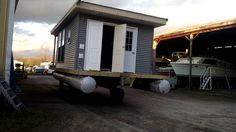First move for the houseboat !