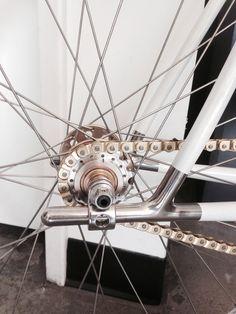 Badass Sleeve Tattoos for Men Engine – Post Boo Tattoos Track Cycling, Cycling Bikes, Cool Bicycles, Vintage Bicycles, Bike Tattoos, Bike Details, Retro Bike, Fixed Gear Bike, Bike Chain