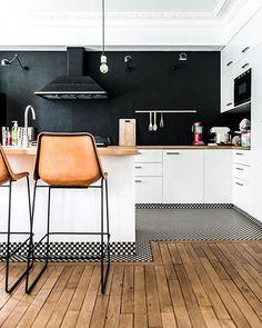 White Kitchen Interior Design With Modern Style 68 Home Interior, Interior Design Kitchen, Interior Decorating, Decorating Ideas, French Interior, Decorating Websites, Interior Ideas, Interior Architecture, Black Kitchens