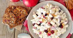 Jesenný šalát, ktorý nápadito spája kuracie mäsko sjablkami, sušeným ovocím aorieškami. Pasta Salad, Cereal, French Toast, Food And Drink, Healthy Recipes, Healthy Food, Cheese, Breakfast, Fit
