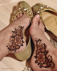Pretty Henna Designs, Modern Henna Designs, Finger Henna Designs, Legs Mehndi Design, Latest Bridal Mehndi Designs, Modern Mehndi Designs, Mehndi Designs For Beginners, Mehndi Design Photos, Mehndi Designs For Fingers