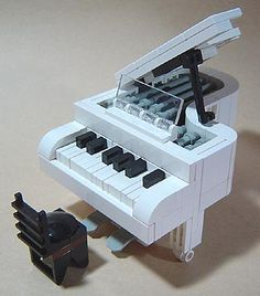 Lego Baby Grand- OMG, OMG, OMG and also? SQUEEEEEEE.