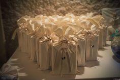 #bonbonnière in elegante raso bianco.