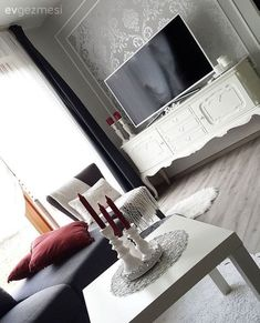 With modern and ethnic influences: the new home of the Derya lady. Home decoraiton With modern and ethnic influences: the new home of the Derya Lady. Home decoraiton Modern ve etnik esintilerle: Derya hanımın yeni evi. Home Decoraiton 0 Source by New Homes, Decor, Bedroom Decor, Home, Tv Wall Decor, Upcycled Home Decor, Modern, Modern Bedroom, Home Decor
