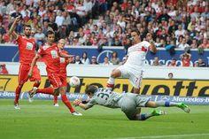 Fabian Giefer - Fortuna Düsseldorf kurz vor seinem Zusammenstoß und Verletzung!