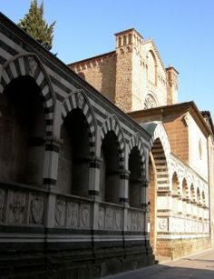 Santa Maria Novella - Church and Cloisters - Florence. Надгробия в Виа дельи Avelli.
