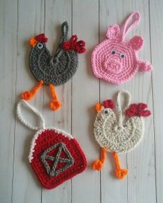 crochet applique Now, that it is November, everyone is getting into Christmas mode. And, what could be cuter to hang on your Christmas tree than these little pig ornaments? Last year, Crochet Chicken, Crochet Pig, Easter Crochet, Cute Crochet, Crochet Toys, Crochet Ornament Patterns, Crochet Applique Patterns Free, Christmas Crochet Patterns, Crochet Christmas Ornaments