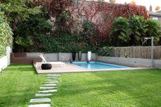 Ideas de #Paisajismo de #Exterior, #Jardin, #Piscina, estilo #Moderno diseñado por Aurora Gómez- Renova Design Arquitectura Arquitecto con #Tumbona #Muebles de exterior  #CajonDeIdeas