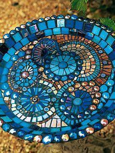 40 DIY Mosaic Design Ideas with Tile, Rocks and Glass 40 DIY Mosaik Design Ideen mit Fliesen, Steine Mosaic Crafts, Mosaic Projects, Mosaic Art, Mosaic Glass, Stained Glass, Glass Art, Mosaic Ideas, Blue Mosaic, Mosaic Rocks
