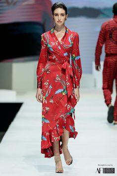 Taibo Bacar Simple Girl Outfits, Big Fashion, Womens Fashion, Fashion Ideas, Africa Fashion, African Attire, Wrap Dress, Kimono Top, Fashion Designers