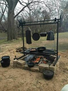 Are you looking for a nice outdoor cooking idea for your backyard? Why not build a fire pit grill! There are many great reasons to build a fire pit grill. Fire Pit Grill, Fire Pit Backyard, Fire Pits, Pit Bbq, Dutch Oven Cooking, Cast Iron Cooking, Parrilla Exterior, Outdoor Fire, Outdoor Camp Kitchen