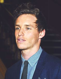 eddie redmayne... That bone structure