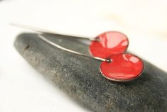 Orecchini smaltato di rosso San Valentino gioielli di JudysDesigns