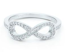 This is SO CUTE !! I want my Wedding ring to look just like this.