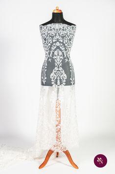 Dantelă cu flori pe bază din tulle moale și elastic alb. Dantelă cu design baroc desfășurat în coloane repetitive, alcătuite din elemente florale. Modelul dantelei este realizat cu fir lucios ivoire și are borduri simetrice ample. Dantela se pretează în special rochiilor de mireasă dar poate fi utilizată și pentru accesorizarea altor tipuri de ținute. Lace Skirt, Floral, Skirts, Model, Fashion, Moda, Fashion Styles, Skirt