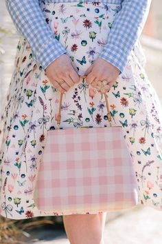 mixing prints: gingham, floral, & check | prêt-à-provost Sweet Style, My Style, Make A Closet, Estilo Olivia Palermo, Plaid Fashion, Floral Fashion, Ootd, Pattern Mixing, Mixing Prints