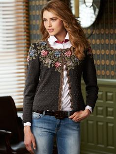 mariella sweater… with a pair of grey wool trousers and a white shirt… Mariella-Pullover … mit grauer Wollhose und weißem Hemd … Sweater Knitting Patterns, Crochet Cardigan, Hand Knitting, Knit Crochet, Black Sweaters, Sweaters For Women, Women's Sweaters, Look Boho, Refashion