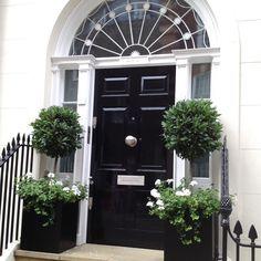 Ideas for black garden furniture front doors Front Door Entrance, Front Entrances, Front Door Decor, Front Door Plants, Front Porch Planters, Black Front Doors, Front Door Design, House Front, Exterior Doors
