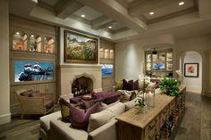 Côté salon avec une jolie cheminée, la télé et le pouf en guise de table basse