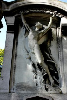 https://flic.kr/p/bxXw8V | Tomb of the really nude immortal man | Cimetiere du Pere Lachaise, Paris - France