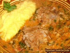 Tocana de miel la ceaun. Cu ceapa si usturoi verde | Papamond Romania Food, Cast Iron Skillet Cooking, Meat Steak, Good Food, Yummy Food, Lamb, Food And Drink, Cooking Recipes, Tasty