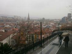 Nerea Zatarain nos envía esta fotografía, una estampa típica de Bilbao... la lluvia.